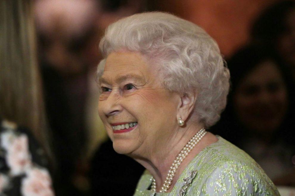 La reina Isabel II se convirtió ayer jueves sin quererlo en una de...