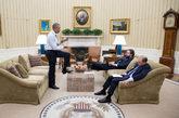 Barack Obama reunido con Cody Keenan, director de escritura, y Ben...
