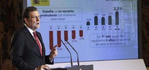 Mariano Rajoy durante la rueda de prensa que ha ofrecido hoy en el...