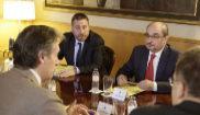Javier Lambán, en el centor, en una reunión el pasado día 29 en...