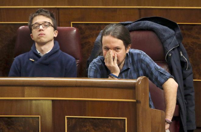 Íñigo Errejón y Pablo Iglesias, durante una sesión de control al...