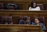 Carolina Bescansa, detrás de Íñigo Errejón y Pablo Iglesias, en el...