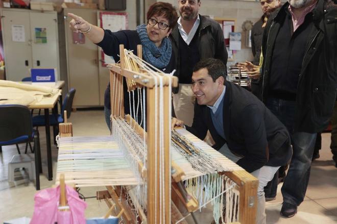 El presidente del PP andaluz, en su visita este martes a un centro de día en Dúrcal.
