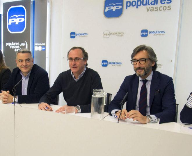 Javier de Andrés, Alfonso Alonso e Iñaki Oyarzábal, ayer, en la Junta Directiva del PP de Álava.