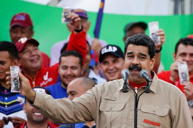 El presidente Nicolás Maduro arremete contra Henry Ramos Allup en un acto en diciembre.