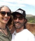 Eugenia Silva junto a Javier Hidalgo en Kenia