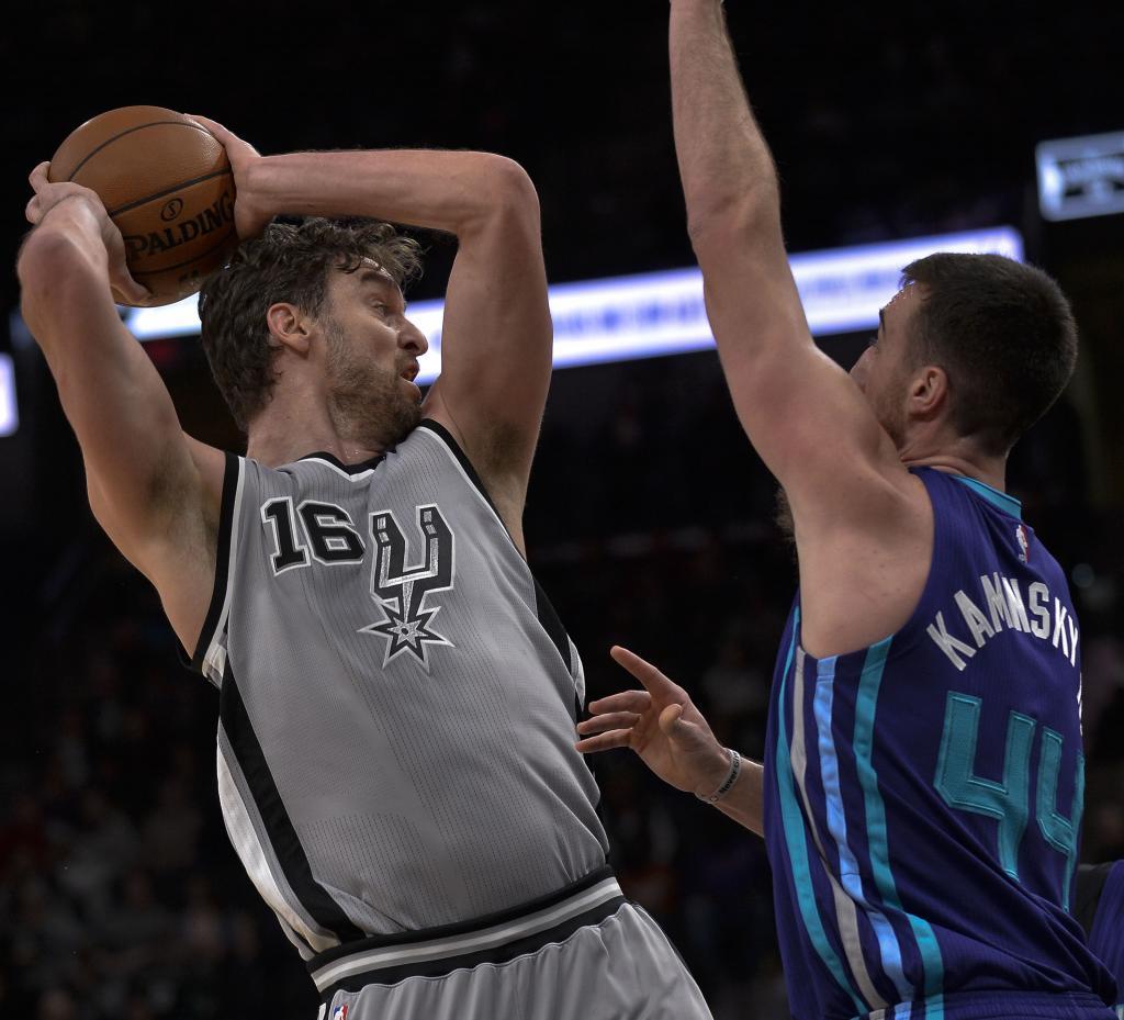 Los Spurs de San Antonio no tuvieron rival en los Hornets de Charlotte...