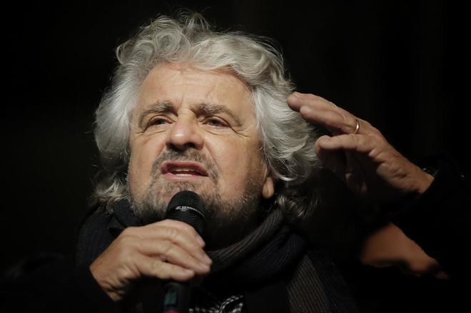 El líder del Movimiento Cinco Estrellas, Beppe Grillo, durante un mitin el pasado diciembre.