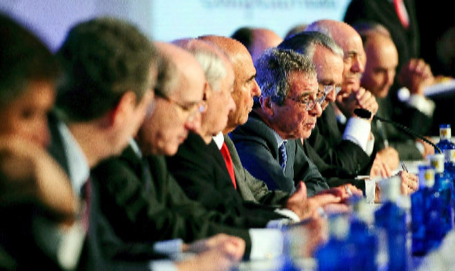 César Alierta (en el centro), durante una reunión del Consejo Empresarial de la Competitividad.