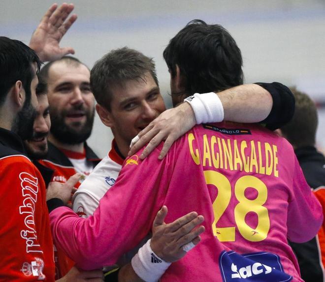 Julen y Gurutz Aginagalde, tras la victoria de España frente a Polonia el pasado viernes.