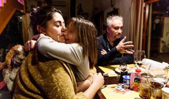 Nadia, con sus padres, imputados por estafa. CARLOS G. POZO