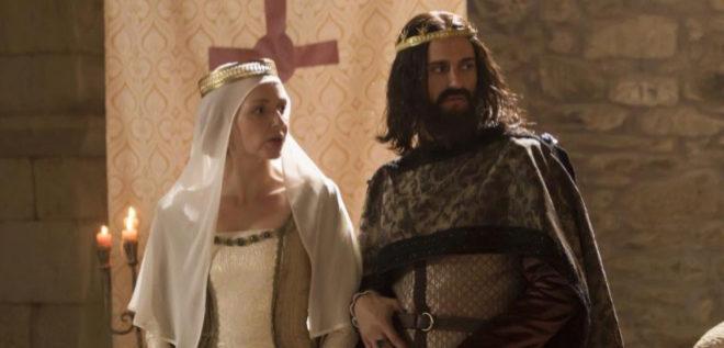 Cristina Castaño (Constanza de Borgoña) y Asier Etxeandia (Alfonso...