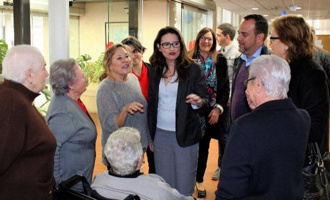 La vicepresidenta Mónica Oltra, visitó este martes, la residencia de la tercera edad de Burriana.