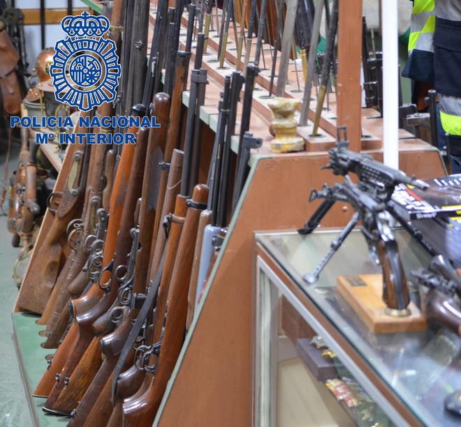 Parte de las 8.000 armas listas para su venta que ha interceptado la...