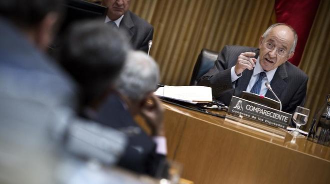 El ex gobernador del Banco de España en una comparecencia en el Congreso sobre la crisis en las cajas.