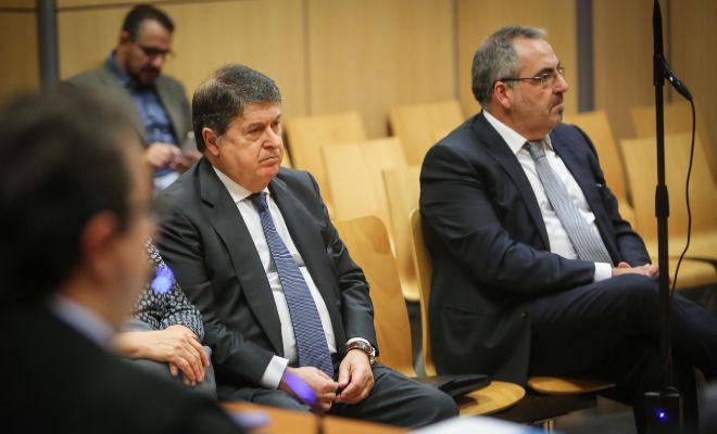José Luis Olivas y el empresario Vicente Cotino, en el banquillo.