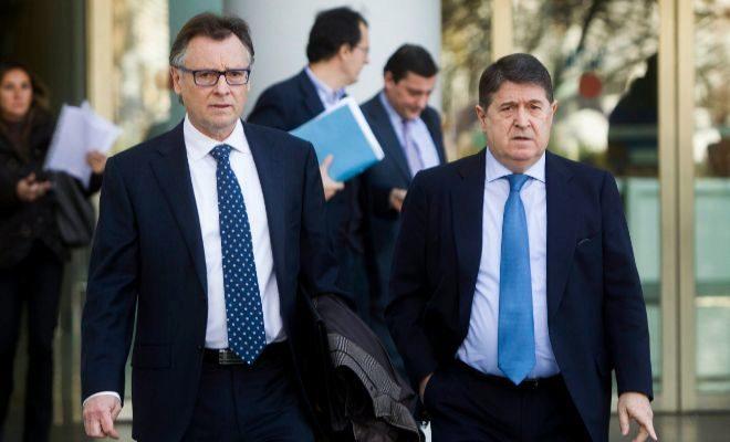José Luis Olivas, junto a su abogado.