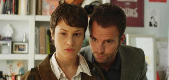 Los actores Aida Folch y Carles Francino, en 'Sé quién eres'.