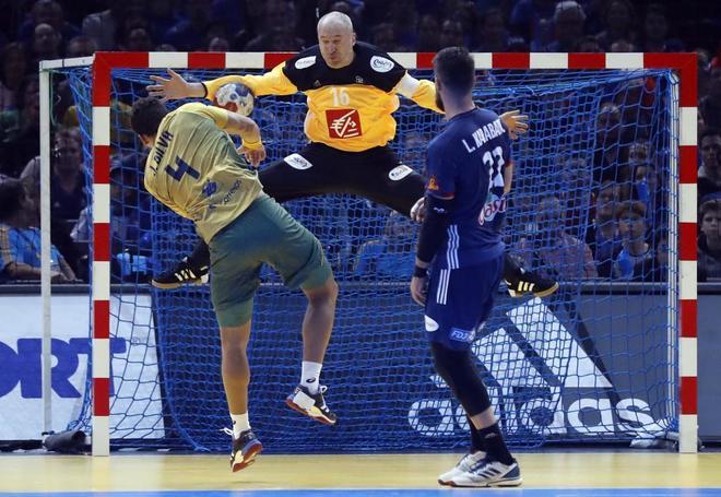 Thierry Omeyer intercepta el lanzamiento de Da Silva, el miércoles en París