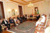 María Luisa Poncela (izqda.), junto al resto de la delegación...