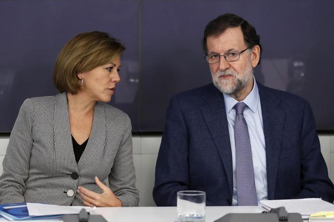 Mariano Rajoy, con María Dolores de Cospedal esta mañana en Génova.