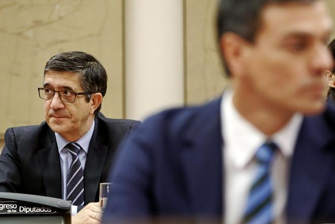 Patxi López y Pedro Sánchez en el Congreso el pasado verano, cuando los dos eran diputados.