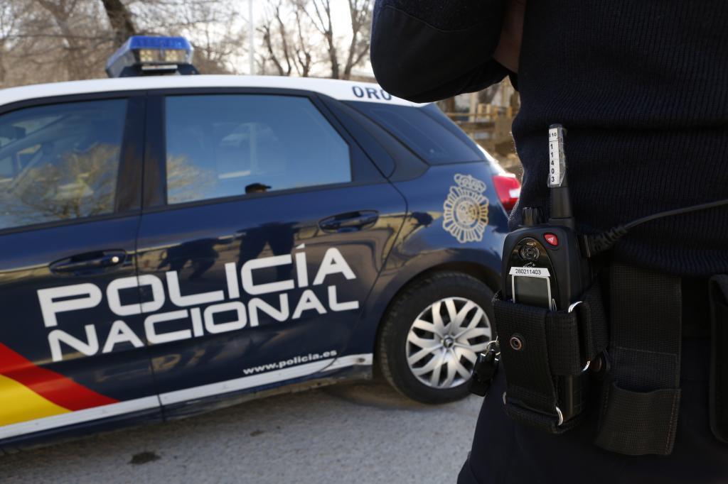 Un coche policial.
