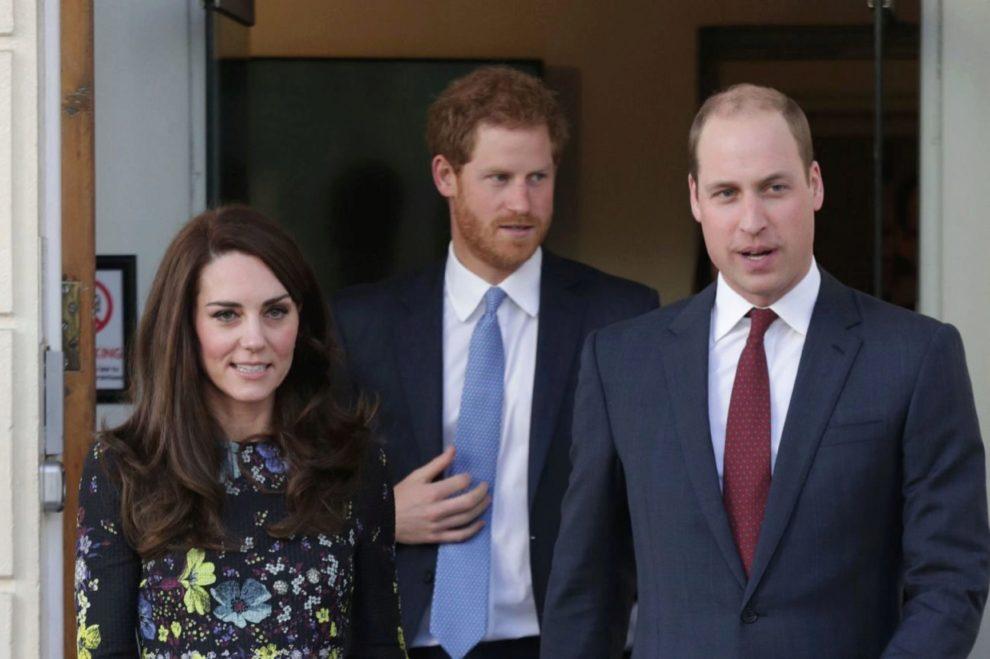 Los duques de Cambridge, junto al príncipe Harry, visitaron el pasado...