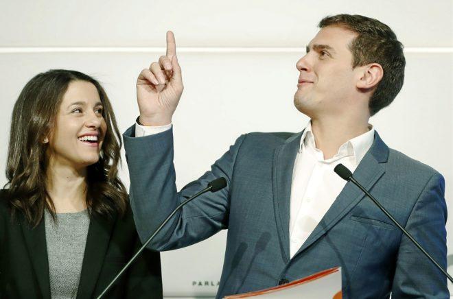 Arrimadas y Rivera, el viernes en una rueda de prensa en Barcelona.