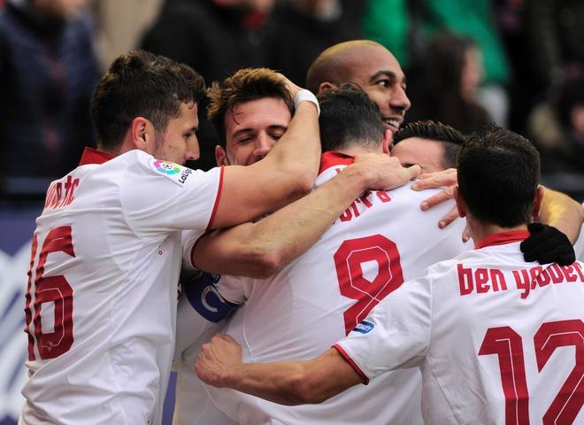 El Sevilla celebra el tercer gol ante el Osasuna.