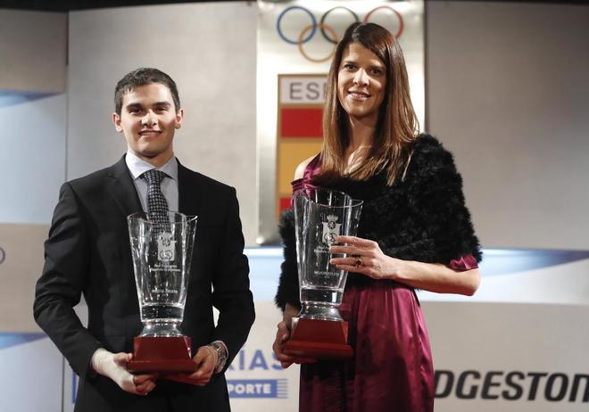 Ruth Beitia y Bruno Hortelano, tras ser galardonados como mejores atletas de 2016.