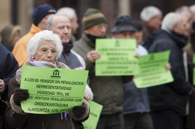 Protesta de jubilados que reclaman mejoras en las pensiones.