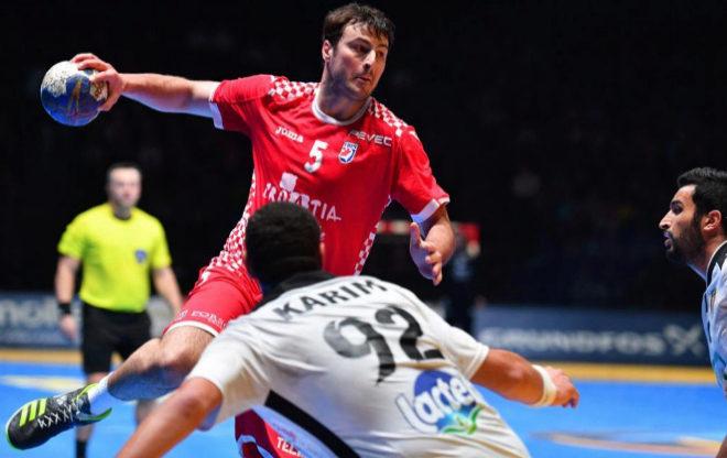 Domagoj Duvnjak, uno de los baluartes de la selección de Croacia, lanza a portería ante Egipto.