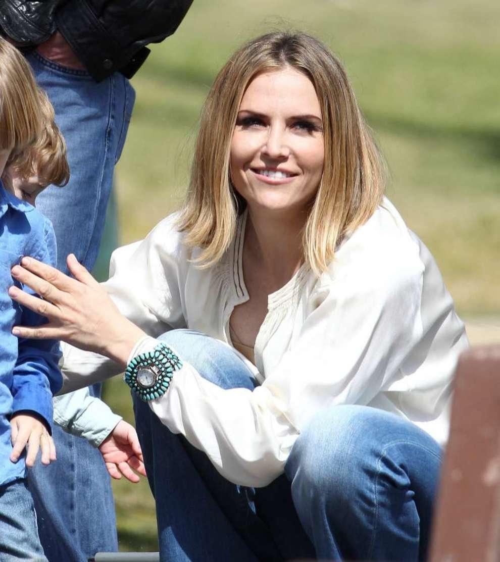 Brooke Mueller, la ex esposa de Charlie Sheen, de 39 años de edad,...