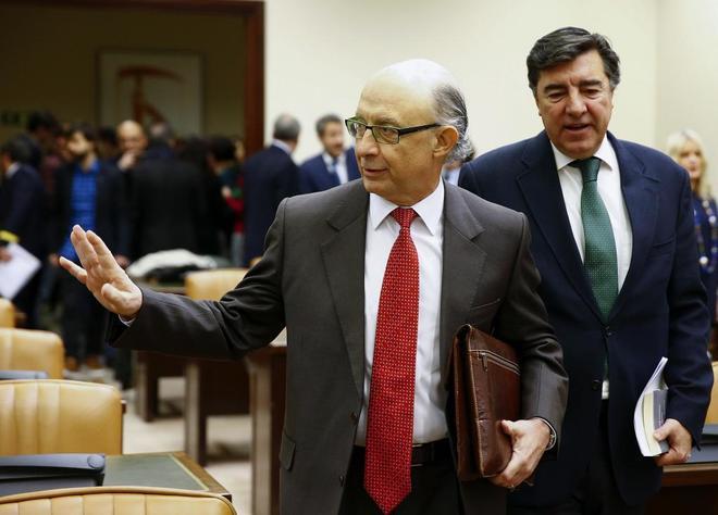 Cristóbal Montoro a su llegada hoy a la Comisión de Hacienda del...