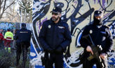 Agentes de la Policía en el parque de madrid donde se encontró...