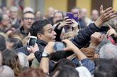 Pedro Sánchez saluda a sus simpatizantes en un acto en Xirivella...