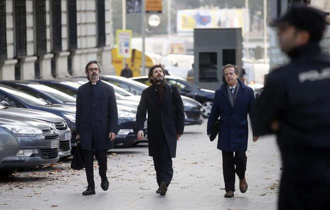 Oleguer Pujol (en el centro), a su llegada a la Audiencia Provincial de Madrid para declarar.