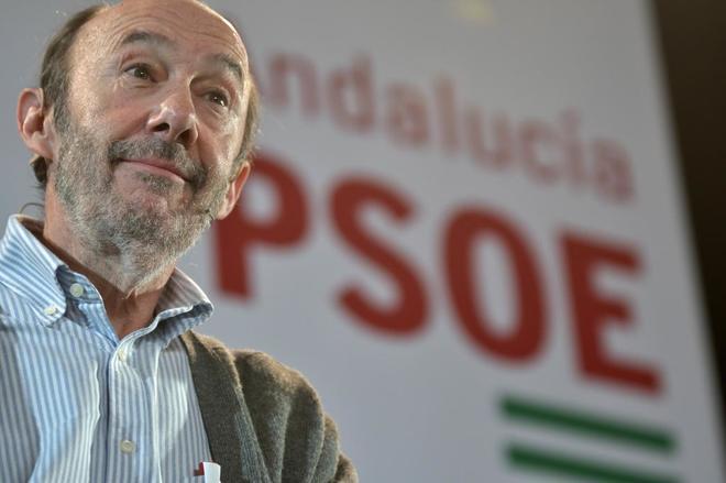 Alfredo Pérez Rubalcaba, durante el acto para conmemorar el 130º aniversario del PSOE de Alcalá de los Gazules (Cádiz).