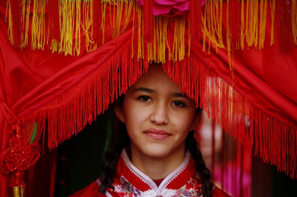 Una niña en el madrileño barrio de Usera durante el Año Nuevo...
