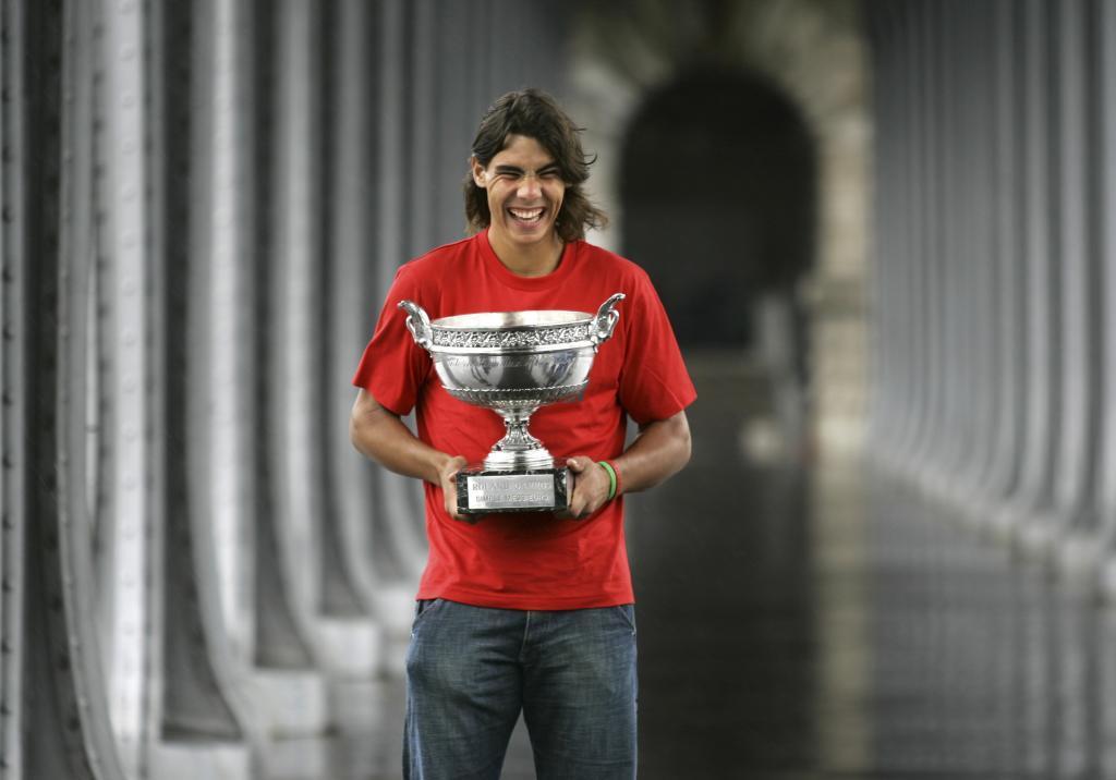 Su primera victoria en París fue ante Mariano Puerta (6-7(6), 6-3, 6-1, 7-5).