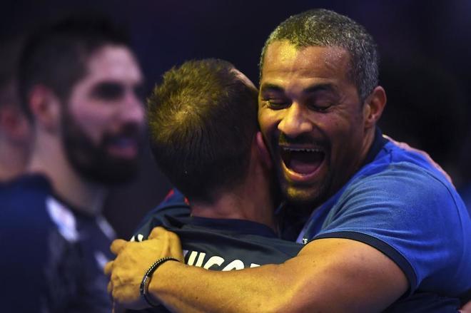 Didier Dinart celebra la victoria en el Mundial, este domingo, en París.