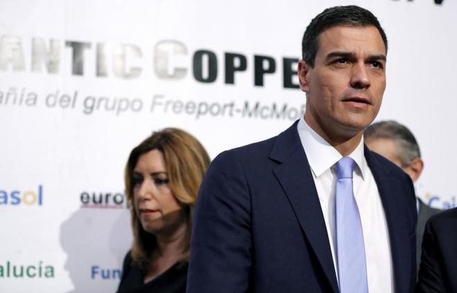 Pedro Sánchez comparte escenario con Susana Díaz durante un acto de...