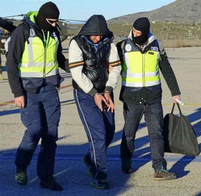 Imagen de uno de los presuntos islamistas absueltos en el aeropuerto...