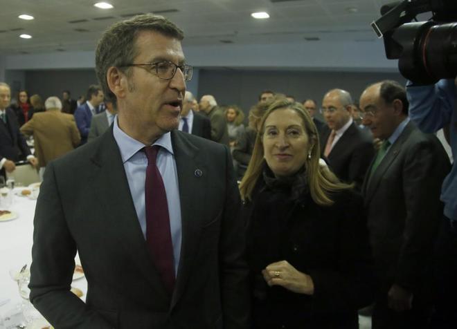 Alberto Núñez Feijóo, con Ana Pastor en Madrid este lunes.