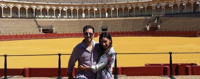 Patricio Gordon junto a su pareja Gina Márquez en la Real Maestranza...
