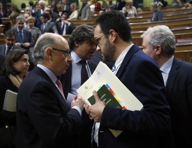 El portavoz de los socialistas, Antonio Hernando, habla el martes en...