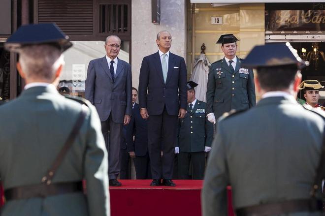 El director general de la Guardia Civil, Arsenio Fernandez de Mesa (centro), en un acto en 2015.