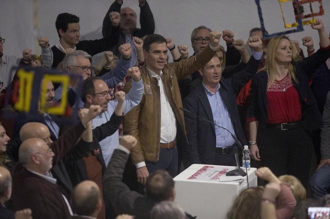Pedro Sánchez, puño en alto en un momento del acto celebrado en Castellón.