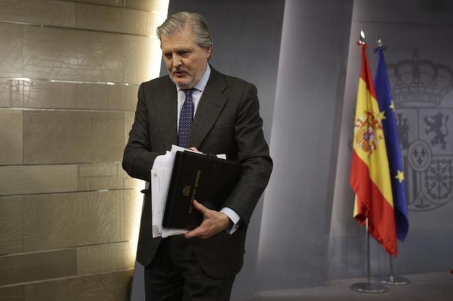 Íñigo Méndez de Vigo valora ante la prensa las resoluciones...